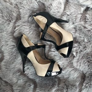 Guess Strappy Tan and Black Heels Size 8